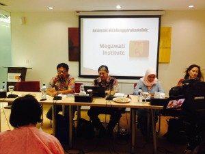 Naraumber Diskusi (kiri ke kanan); Irwan Hidayana, Pdt. Stephen Suleeman, Siti Musdah Mulia, Baby Jim Aditya. (Foto: Eddy/Suara Kita)