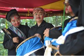 Penampilan Reog Sunda (Sumber : http://www.tulisantulisan.com/2014/02/17/karang-taruna-palapa-wujudkan-spbs-lewat-pentas-seni/ )