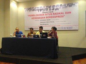 iarasumber diskusi (Kanan ke Kiri), Megi Margiyono, Wicaksono, Ulil Abshor Abdalla dan Moderator Diskusi (Foto : Jane Maryam/Suara Kita)