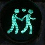 Di Wina, Lampu Lalu Lintas Dilengkapi Tanda Homoseksual