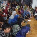 Kelompok Ibu Rumah Tangga  Nonton Bareng Film 'Emak Dari Jambi'