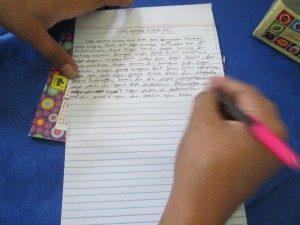 Melawan dengan tulisan. (Foto : Hartoyo/Suara Kita)
