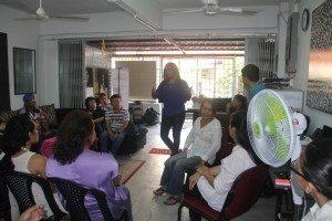 Nisha menjelaskan mengenai aktivitas organisasinya. (Foto : Tunggal Pawestri)