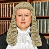 Hakim Transgender Pertama di Pengadilan Tertinggi Inggris Raya
