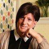 Claire Birkenshaw Kepala Sekolah Pertama yang Menjalani Transisi Sambil Menjabat