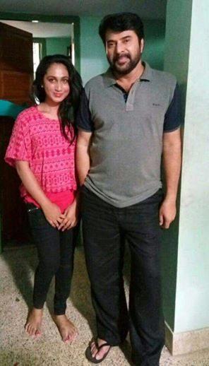 Anjali Ameer (kiri) dan pasangan mainnya Mammootty. dok: hindustantimes.com