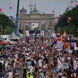 Berlin Pride Parade Merayakan Undang-Undang Kesetaraan Pernikahan