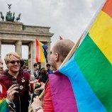 Bendera Pelangi Berkibar Menyambut Kesetaraan Pernikahan di  Jerman