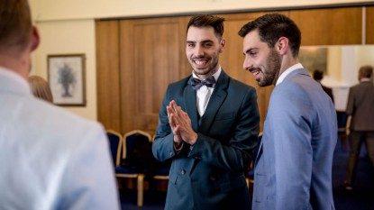 Saya Heteroseksual, Namun Saudara Kembar Saya Gay, Ini Sebabnya Saya Mendukung Kesetaraan Pernikahan