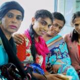 """Transgender Perempuan Memberikan Layanan Pendidikan Kepada Anak-Anak Yang """"Tak Tersentuh"""" di India"""