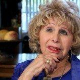 """""""Uncle Gloria"""" Dokumentasi Kehidupan Gloria Stein Yang Bertransisi di Usia 70an"""