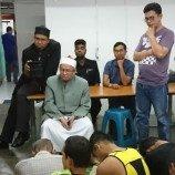 Seorang Ulama Muslim Malaysia Menyerukan Perubahan Fatwa Terhadap Transgender