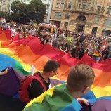 Hasil Jajak Pendapat Menunjukkan Bahwa Sebagian Besar Warga Republik Ceko Mendukung Kesetaraan Pernikahan
