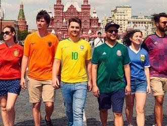 6 Aktivis Membentuk Bendera Pelangi di Depan Otoritas Rusia Pada Piala Dunia
