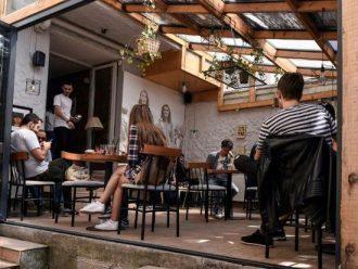 Menjadi LGBT di Kosovo: Berjuang untuk Keluar dari Bayang-Bayang
