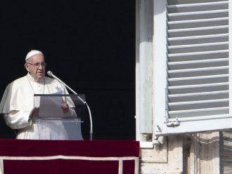 Umat Katolik LGBT Mengutuk Klaim Paus bahwa Menjadi Gay Adalah 'Fashionable'