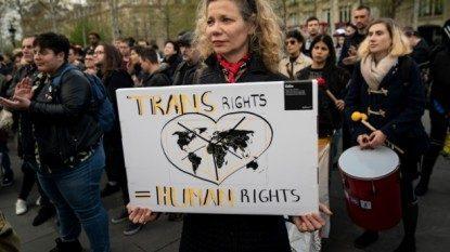 Laporan Global Human Dignity Trust: Transgender Diperlakukan Salah oleh Penegak Hukum Secara Global