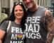 """Orang Ini Menawarkan """"Pelukan Ayah Gratis"""" Di Parade Pride"""