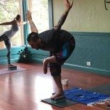 Tumbuh dalam Komunitas Homofobik dan Yoga Membantu Saya Menemukan Kedamaian