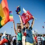 Organisasi HAM Mendesak Turki untuk Membatalkan Tuntutan Terhadap 19 Orang Pembela Hak LGBT