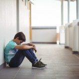 Penelitian Menemukan Bahwa Ejekan Homofobik Adalah 'Perilaku Kekerasan' Yang Paling Umum Di Antara Remaja Lelaki