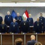 Aktivis Trans Menantang Undang-Undang Baru Hongaria yang Melarang Pengakuan Gender ke Mahkamah Konstitusi
