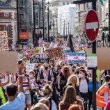 Disney, Google dan Microsoft Bergabung Bersama Lebih Dari 130 Perusahaan yang Menuntut Inggris untuk Melindungi Hak Trans