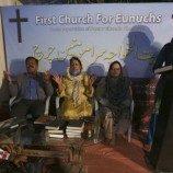 Komunitas Transgender Kristen Pakistan Menemukan Penghiburan di Gereja Mereka Sendiri