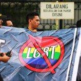 Mengapa Indonesia Negara Demokrasi Dengan Mayoritas Islam Harus Menerima LGBT