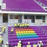 49 Kursi Pelangi Sebagai Penghormatan Kepada Korban Tragedi Orlando