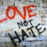 Inggris Berjanji Akan Mengadili Pelaku Kejahatan Atas Dasar Kebencian Secara Daring Dengan Serius