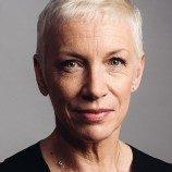 Annie Lennox Melanjutkan Perjuangan Melawan HIV