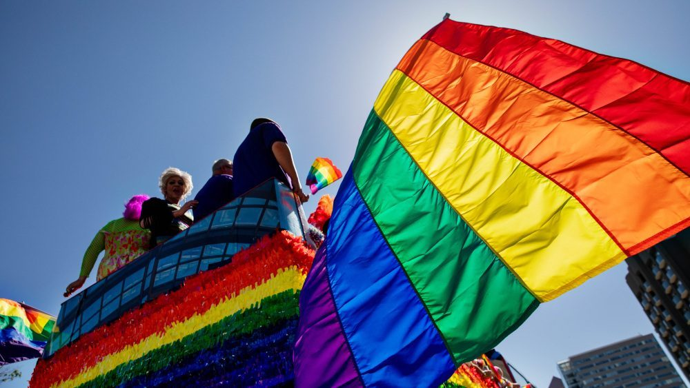 YouTube Akan Menayangkan Dokumenter Tentang Gerakan LGBT Pride
