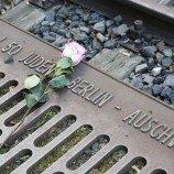 Kisah-Kisah Gay yang Tak Terungkap dari Auschwitz