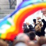 Bagaimana Membaca Pesan Cinta Paus Fransiskus untuk Orang-Orang LGBT